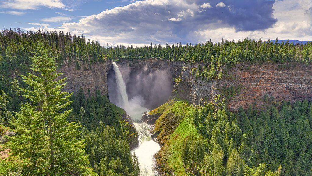 Водопадът Хелмкен, Канада