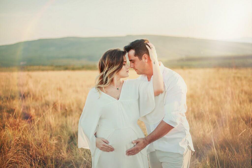 мъж-и-жена-бременност
